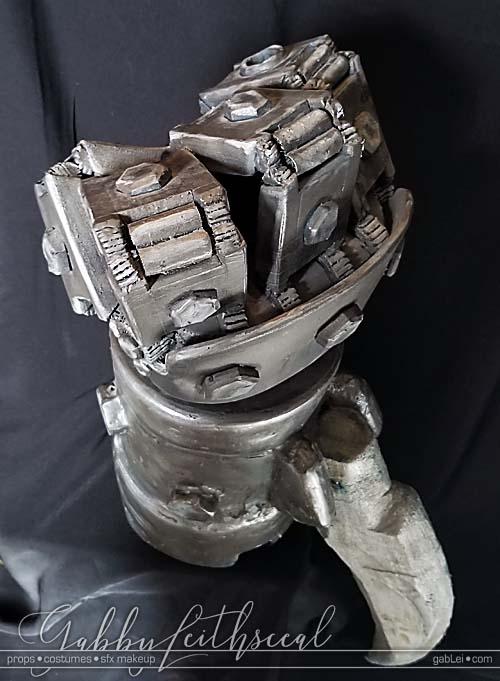Hellboy-II-Cosplay-Props-Mech-Hand-overview
