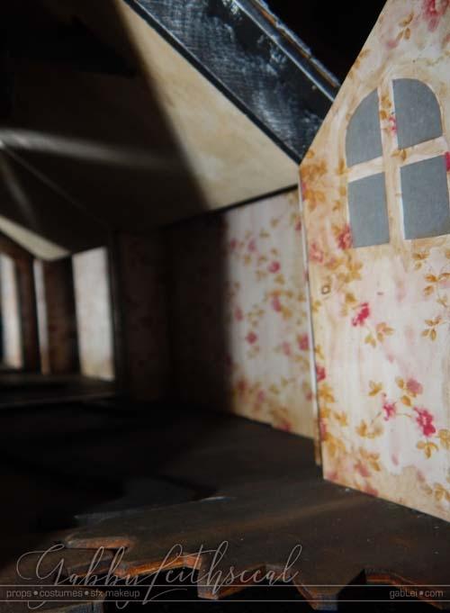 Haunt-Film-Dollhouse-Wallpaper